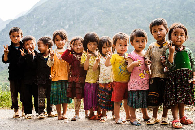 11 children met near Lung Cu (near Dong Van)